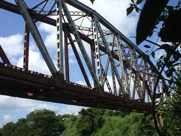 20111004232300-puente-de-hierro-sobre-el-r.jpg