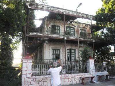 20130619143627-vista-frontal-de-la-antigua-casa-de-vivienda-de-la-familia-cacicedo-fernandez-ranchuelo-cuba-small-.jpg